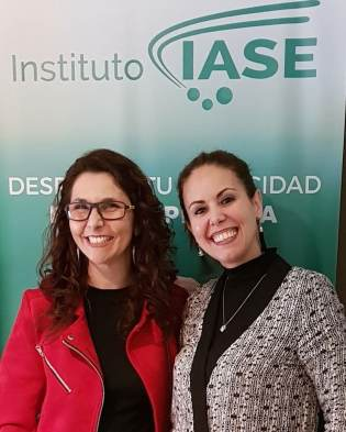 Claudine bernardes e Marcelli Ferraz - Psicoterapeuta, escritora e diretora de EPsiHUM IASE.